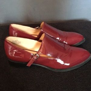 Nine West Burgundy Patent Leather shoes Size 7